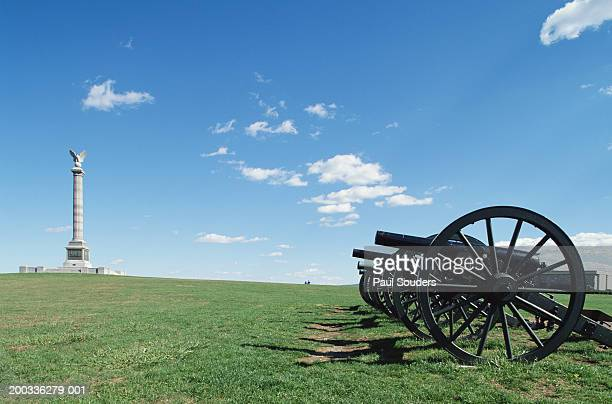 usa, maryland, antietam national battlefield, cannons near monument - antietam national battlefield stock photos and pictures