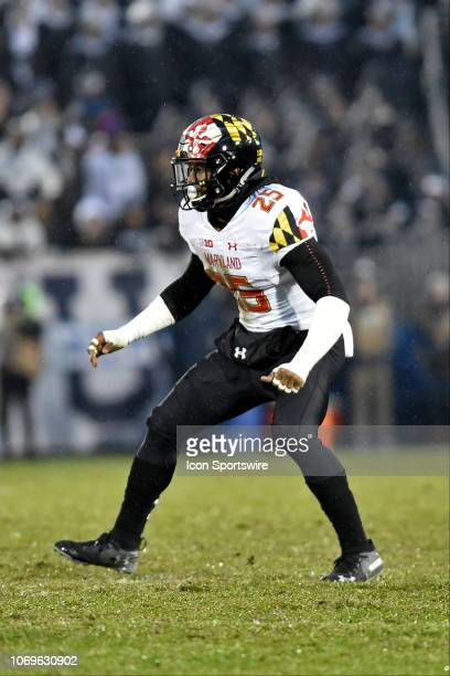 Maryland LB Antoine Brooks, Jr. Reads the play during the Maryland Terrapins vs. The Penn State Nittany Lions November 24, 2018 at Beaver Stadium in...