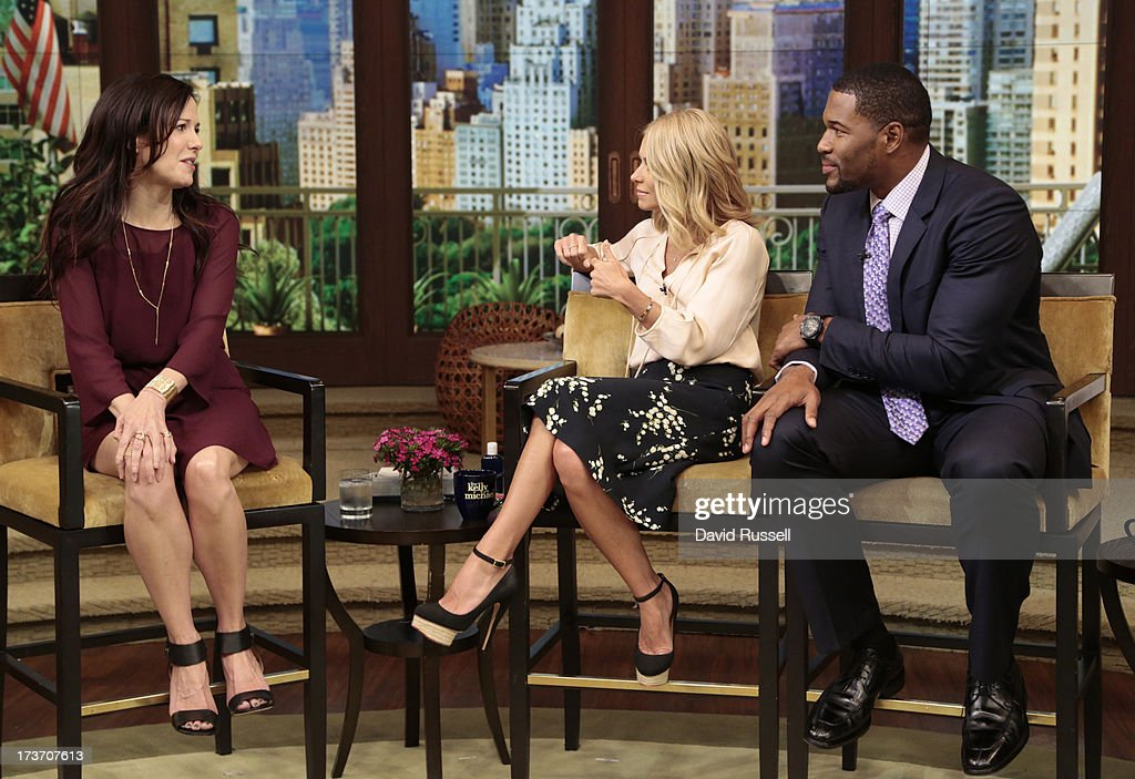 "ABC's ""Live With Kelly And Michael"" - 2013 : News Photo"