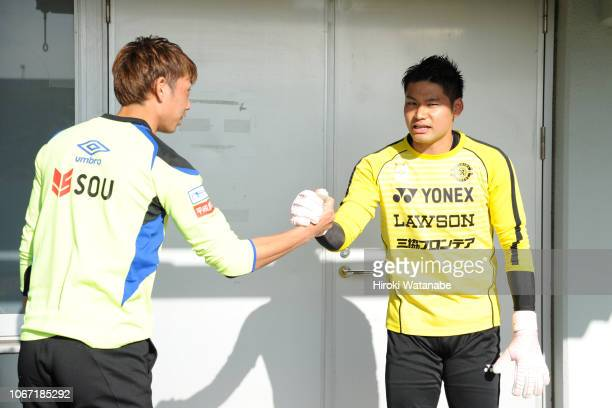 Masaaki Higashiguchi of Gamba Osaka and Kosuke Nakamura of Kashiwa Reysol looks on prior to the JLeague J1 match between Kashiwa Reysol and Gamba...