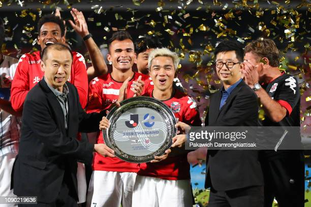 Masaaki Kimura senior managing director of JLeague and Benjamin Tan awards Chanathip Songkrasin of Consadole Sapporo the JLeague Asia Challenge 2019...