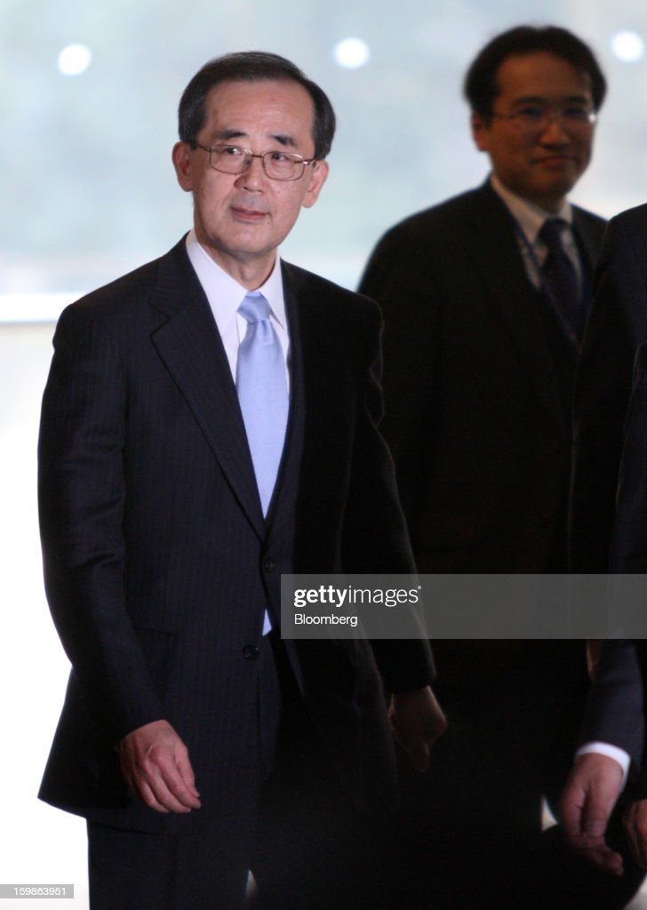 Masaaki Shirakawa, governor of the Bank of Japan, arrives at the prime minister's official residence in Tokyo, Japan, on Tuesday, Jan. 22, 2013. The Bank of Japan set a 2 percent inflation target and said it will shift to Federal Reserve-style open-ended asset purchases in its strongest commitment yet to ending two decades of deflation. Photographer: Tomohiro Ohsumi/Bloomberg via Getty Images
