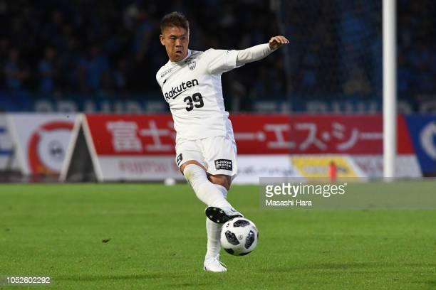 Masahiko Inoha of Vissel Kobe in action during the JLeague J1 match between Kawasaki Frontale and Vissel Kobe at Todoroki Stadium on October 20 2018...