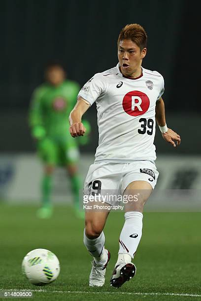 Masahiko Inoha of Vissel Kobe in action during the JLeague match between FC Tokyo and Vissel Kobe at the Ajinomoto Stadium on March 11 2016 in Chofu...