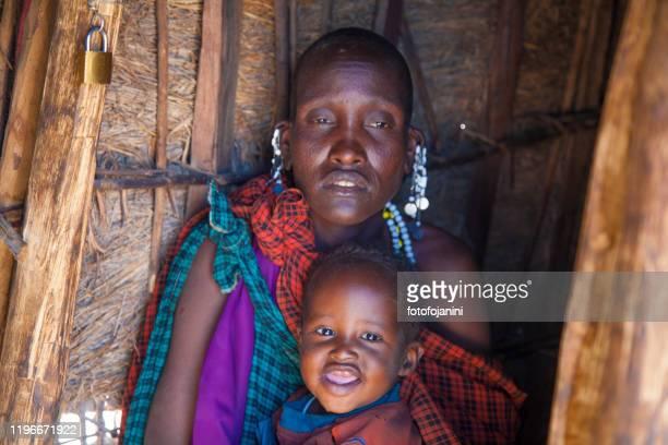 masai baby and  mother - fotofojanini foto e immagini stock