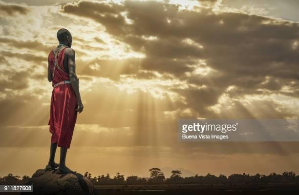 masai man watching sunset. - africano nativo fotografías e imágenes de stock