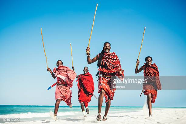 masai people running on the beach.jpg - culturen stockfoto's en -beelden
