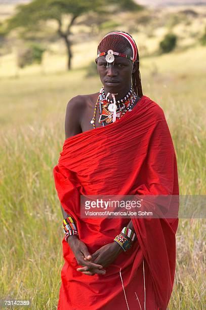 masai warrior in red surveying landscape of lewa conservancy, kenya africa - guerrier massai photos et images de collection