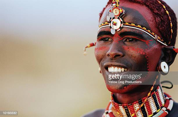 masai warrior wearing face paint - guerrier massai photos et images de collection