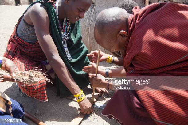 masai warriors making fire - fotofojanini foto e immagini stock