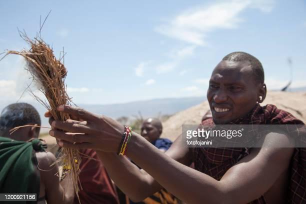 masai warriors rite of making fire - fotofojanini foto e immagini stock