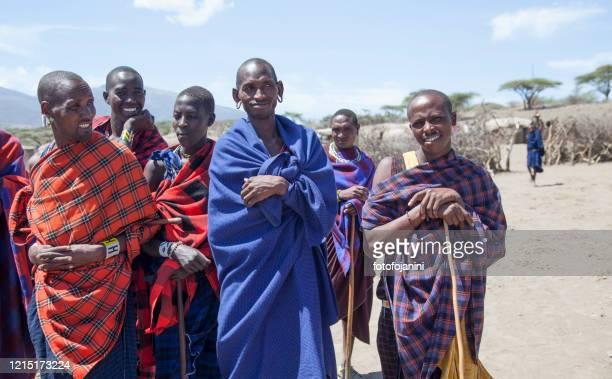 masai warriors tanzania - fotofojanini foto e immagini stock