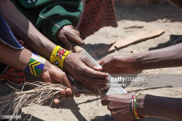 masai warriors's hands making fire - fotofojanini foto e immagini stock