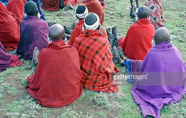 femmes massaï assister à une réunion» dans le village. - masai photos et images de collection