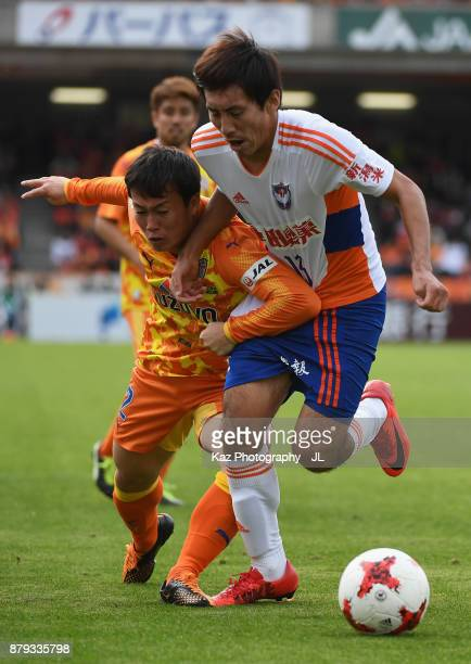 Masaru Kato of Albirex Niigata and Kohei Shimizu of Shimizu SPulse compete for the ball during the JLeague J1 match between Shimizu SPulse and...