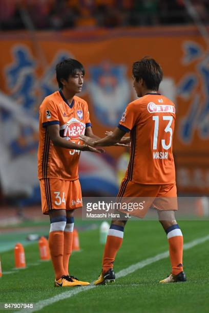Masaru Kato of Albirex Niigata is replaced by Teruki Hara during the JLeague J1 match between Albirex Niigata and Kashima Antlers at Denka Big Swan...