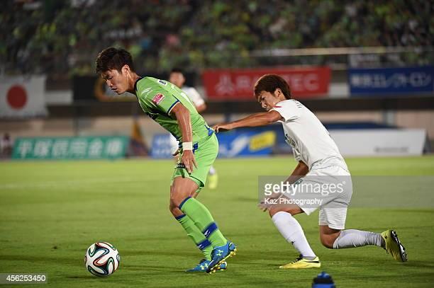 Masashi Kemekawa of Shonan Bellmare keeps the ball under the pressure from Keiji Takachi of FC Gifu at BMW Stadium Hiratsuka on September 28 during...
