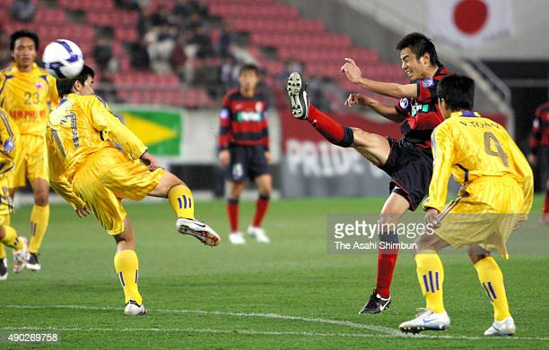 Masashi Motoyama of Kashima Antlers scores his team's first goal during the AFC Champions League Group F match between Kashima Antlers and Nam Dinh...