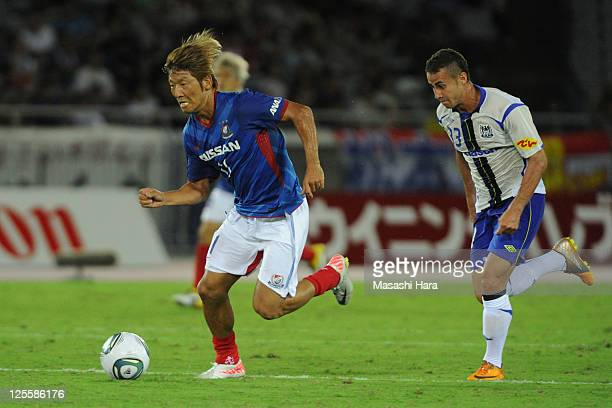 Masashi Oguro of Yokohama FMarinos in action during JLeague match between Yokohama F Marinos and Gamba Osaka at Nissan Stadium on September 18 2011...