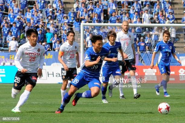 Masato Nakayama of Montedio Yamagata runs with the ball during the JLeague J2 match between Montedio Yamagata and Nagoya Grampus at ND Soft Stadium...