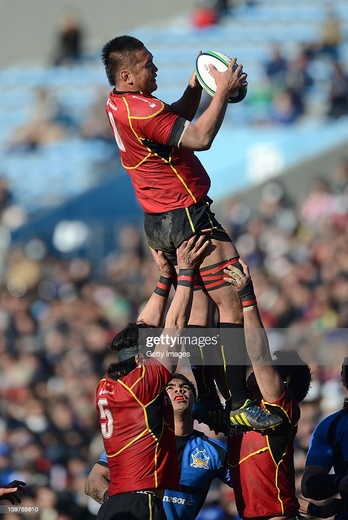 Masato Toyoda of Brave Lupus in line out action during the Top League Playoff semi final match between Panasonic Wild Knights and Toshiba Brave Lupus at Prince Chichibu Stadium on January 20, 2013 in Tokyo, Japan.
