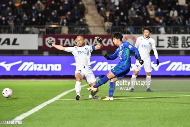 Masaya TASHIRO of Tochigi SC and Koki SUGIMORI of Tokushima Vortis battle for the ball during the J.League Meiji Yasuda J2 match between Tokushima...