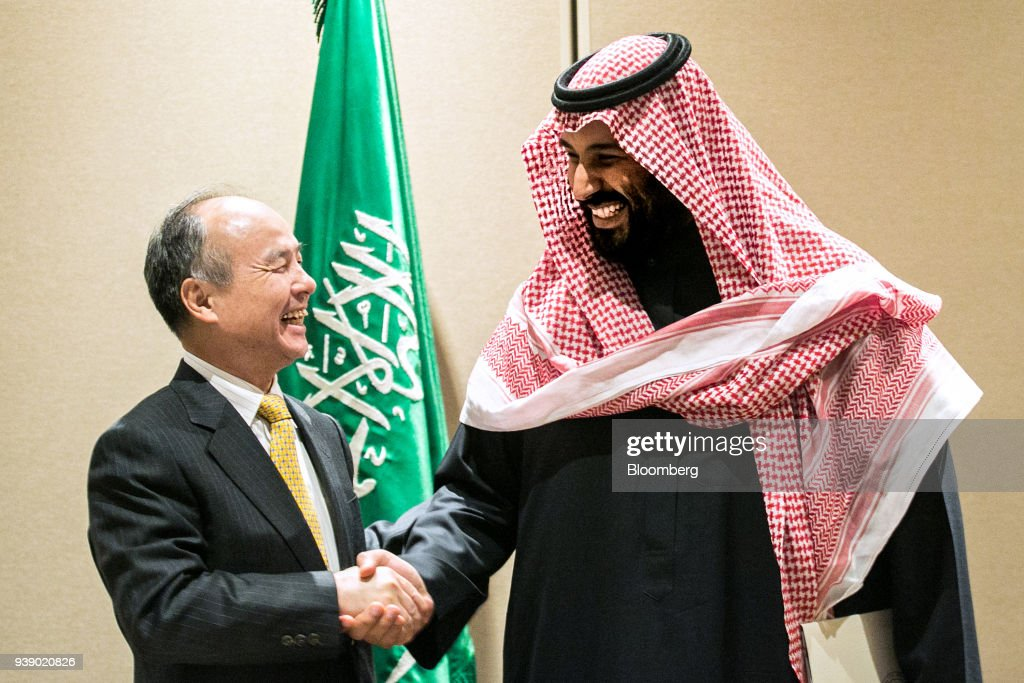 SoftBank CEO Masayoshi Son Signs Solar Project Agreement With Saudi Arabia Crown Prince Mohammed bin Salman : Nachrichtenfoto