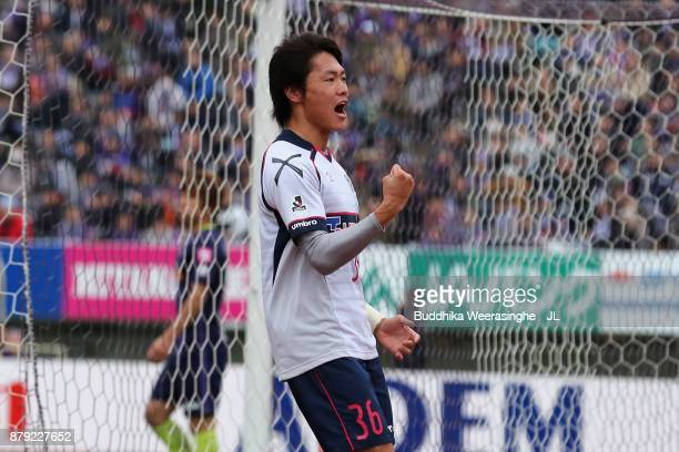 Masayuki Yamada of FC Tokyo celebrates scoring his side's first goal during the JLeague J1 match between Sanfrecce Hiroshima and FC Tokyo at Edion...