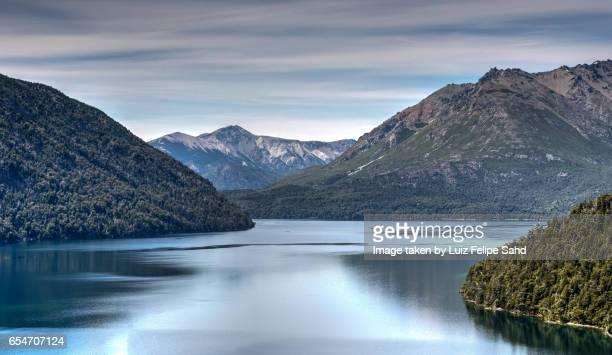 mascardi lake - リオネグロ州 ストックフォトと画像