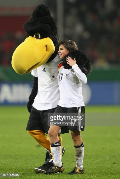 Mascot Paule and Ariane Hingst of Germany celebrate the 80 victory after the women's international friendly match between Germany and Nigeria at...