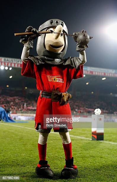 Mascot Ritter Keule of Union Berlin gestures prior to the Second Bundesliga match between 1 FC Union Berlin and Eintracht Braunschweig at Stadion An...