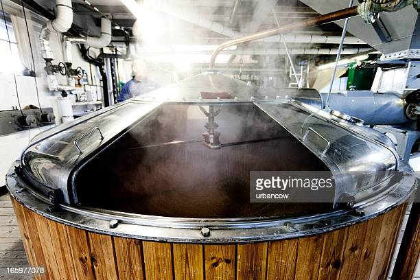 Mash tun and dissolving vat, brewing process