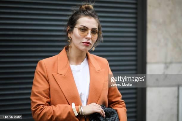 Masha Sedgwick wearing Mister Spex peach sunglasses Zara white midi skirt Acne Studio basic white tee Bottega Veneta Daniel Lee clutch orange Mango...