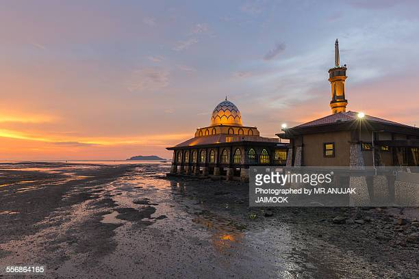 masjid al hussain at kuala perlis, malaysia - floating mosque stock pictures, royalty-free photos & images