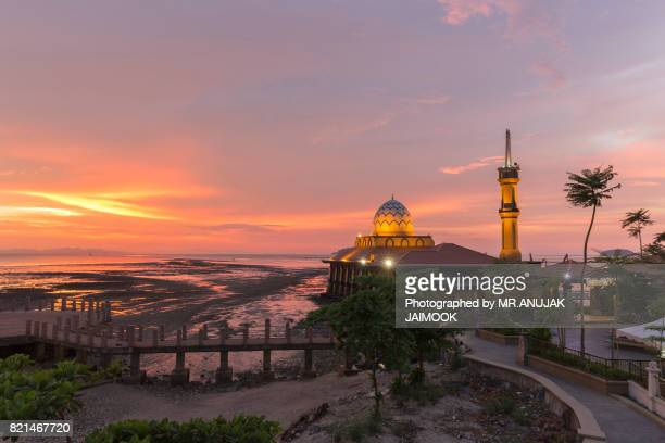 masjid al-hussain in kuala perlis, malaysia - floating mosque stock pictures, royalty-free photos & images