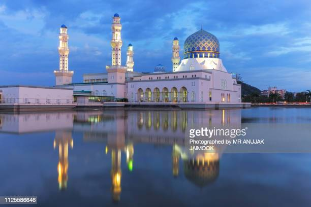 masjid bandaraya in kota kinabalu, malaysia - kota kinabalu stock pictures, royalty-free photos & images