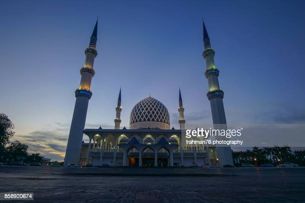 masjid shah alam also known as masjid sultan salahuddin abdul aziz shah, state mosque - mosque stock pictures, royalty-free photos & images