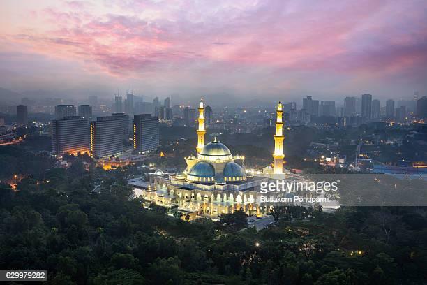 Masjid Wilayah Persekutuan with kuala lumpur city