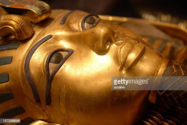 mask of tutankhamun, egyptian pharaoh - cairo stock pictures, royalty-free photos & images