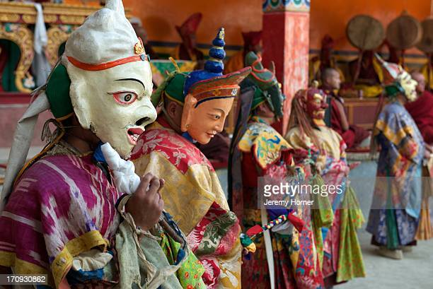 LAMAYURU LADAKH KARGIL INDIA Masked dancers Monks and pilgrims mix to celebrate the Lamayuru Festival 56 June Lamayuru Monastery Lamayuru Gompa is...