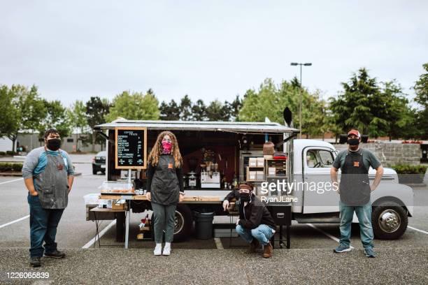 Masked Employees bij Mobile Food Truck