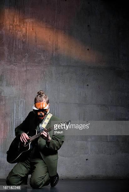 masken gitarrist - masked musicians stock-fotos und bilder