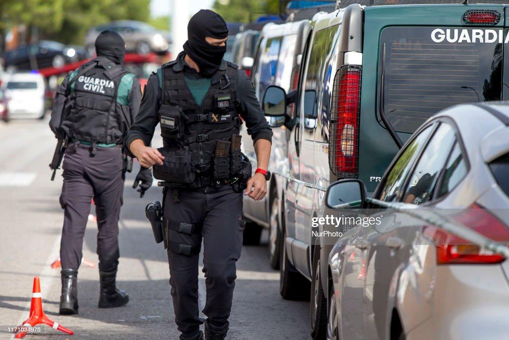 Guardia Civil Operation Against Catalan Activist In Barcelona : ニュース写真
