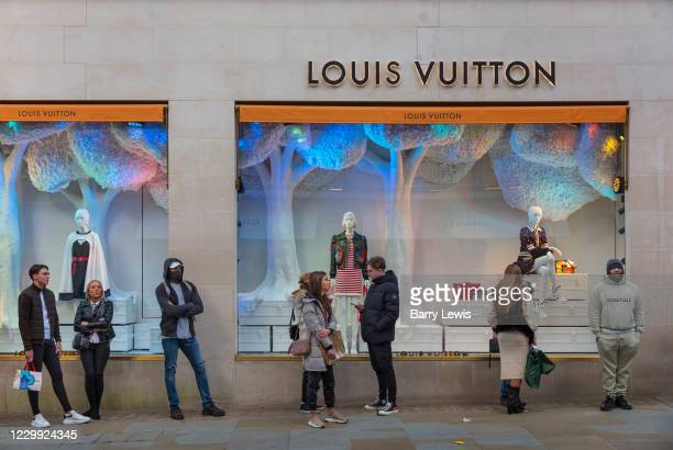 Masked shoppers queuing outside the Louis Vuitton store In London's Bond Street the last day before the second national coronavirus lockdown on 4th...