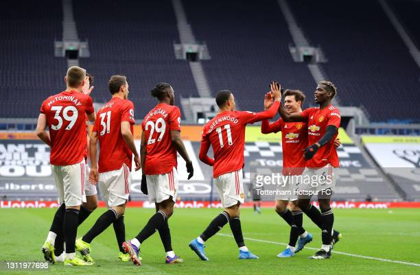 Mason Greenwood of Manchester United celebrates with Scott McTominay, Nemanja Matic, Aaron Wan-Bissaka and Paul Pogba after scoring their side's...