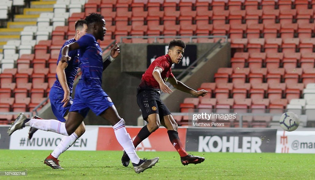 Manchester United v Chelsea - FA Youth Cup Third Round : News Photo