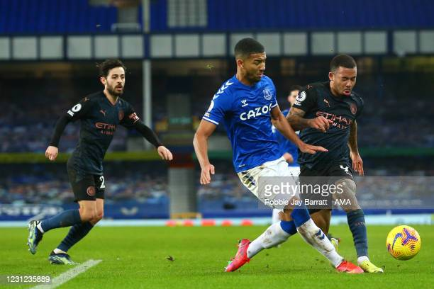 Mason Holgate of Everton and Gabriel Jesus of Manchester City during the Premier League match between Everton and Manchester City at Goodison Park on...