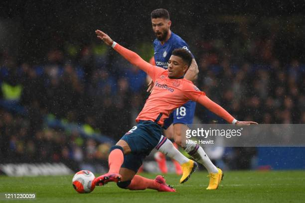 Mason Holgate of Everton is challenged by Olivier Giroud of Chelsea during the Premier League match between Chelsea FC and Everton FC at Stamford...