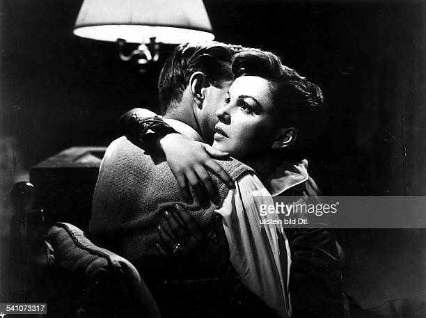 Mason, James - Actor, Great Britain - *-+ Scene from the movie 'A Star Is Born'' with Judy Garland Directed by: George Cukor USA 1954 Produced by:...