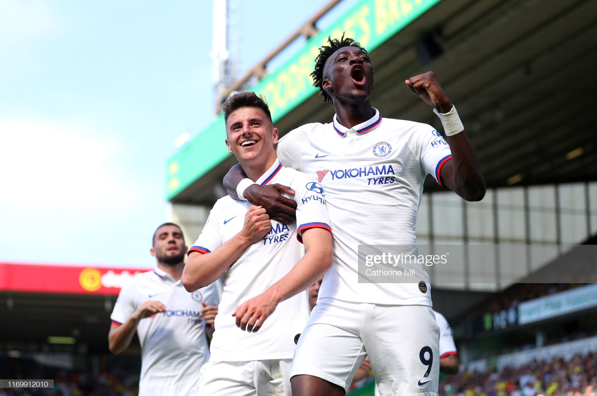 https://media.gettyimages.com/photos/mason-mount-and-tammy-abraham-of-chelsea-celebrates-after-scoring-picture-id1169912010?s=2048x2048